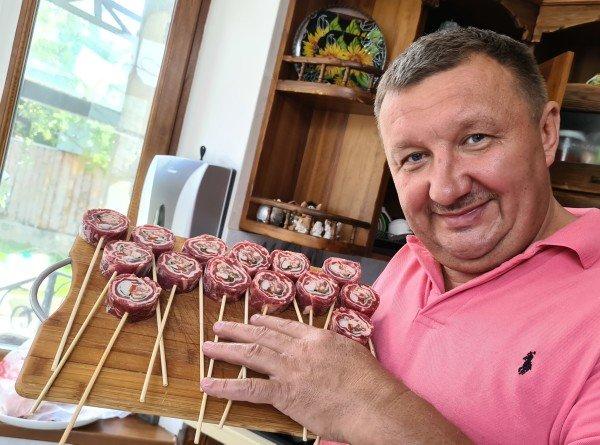 Чупа-чупс по-казахски: как приготовить десерт из мяса