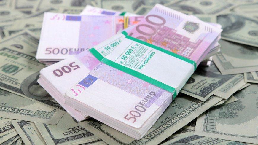 Доллар превысил отметку 76 рублей, а евро – 90 рублей