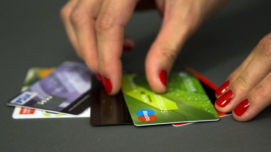 Россияне стали отказываться от банковских карт