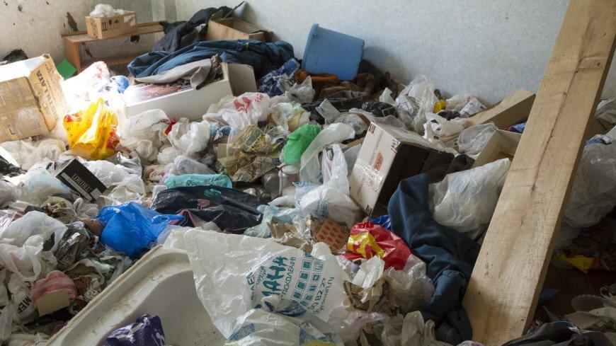 Хлам в оставленном доме,пятиэтажка, снос, дом, реновация, хрущевка, хлам, мусор, бомж, заброшенный дом,