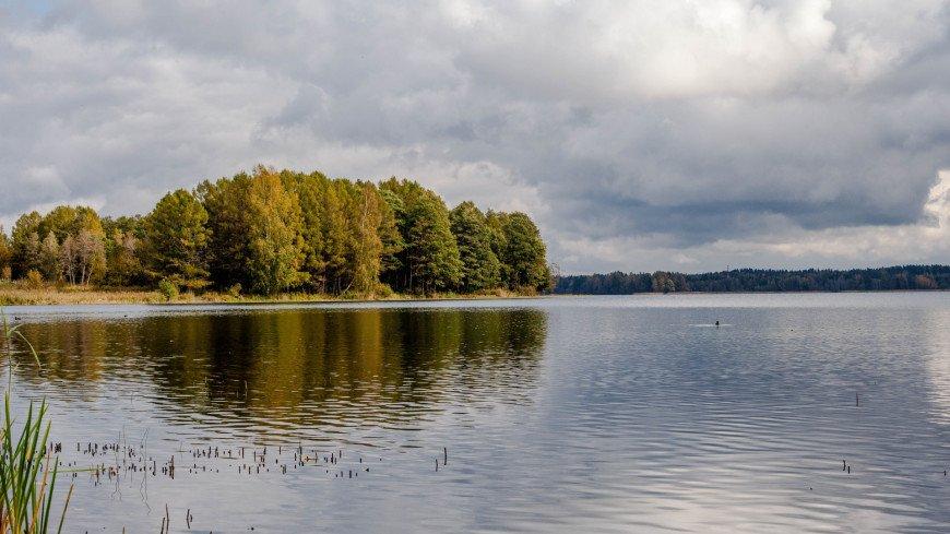 """Фото: Марина Дыкун (МТРК «Мир») """"«Мир 24»"""":http://mir24.tv/, природа, озеро валдай, иверский монастырь, мужской монастырь, монастырь, озеро"""