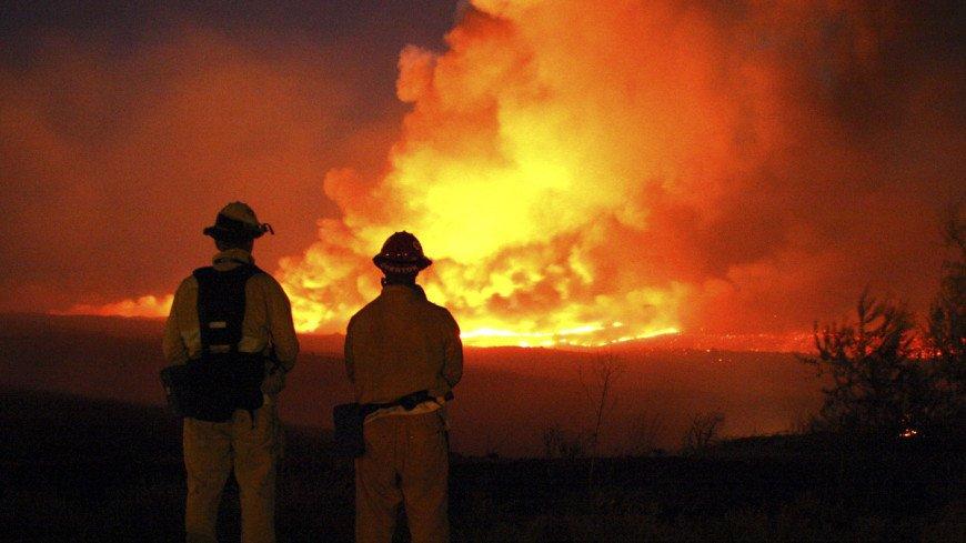 В Калифорнии из-за лесных пожаров эвакуировали более 200 человек