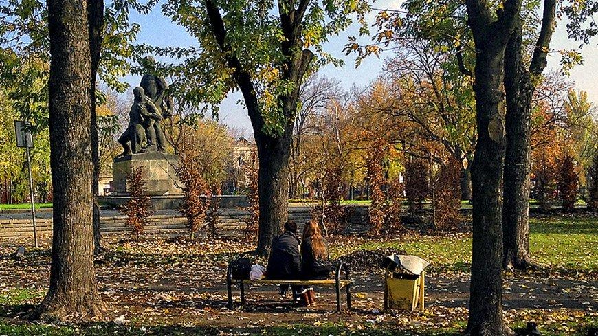 "Фото: Владимир Свояченко, ""МТРК «Мир»"":http://mir24.tv/, осень, пара, парк, пара в парке"