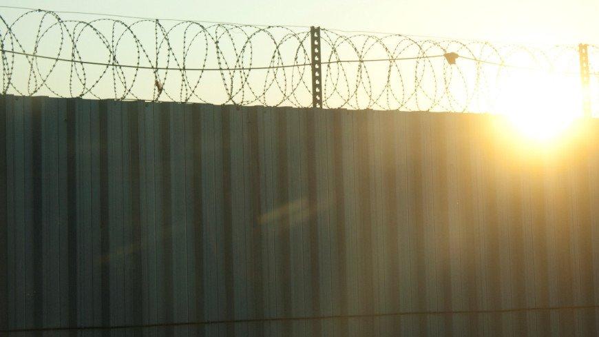 Шестеро заключенных сбежали из дагестанской колонии, сделав подкоп