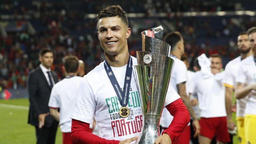Роналду стал вторым футболистом в истории, забившим сто голов за сборную