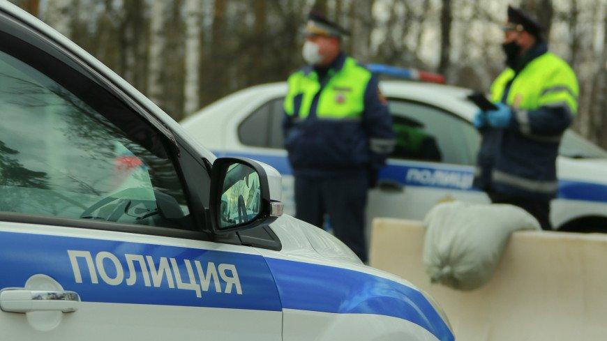 Попавшая в ДТП иномарка сбила трех пешеходов в центре Москвы