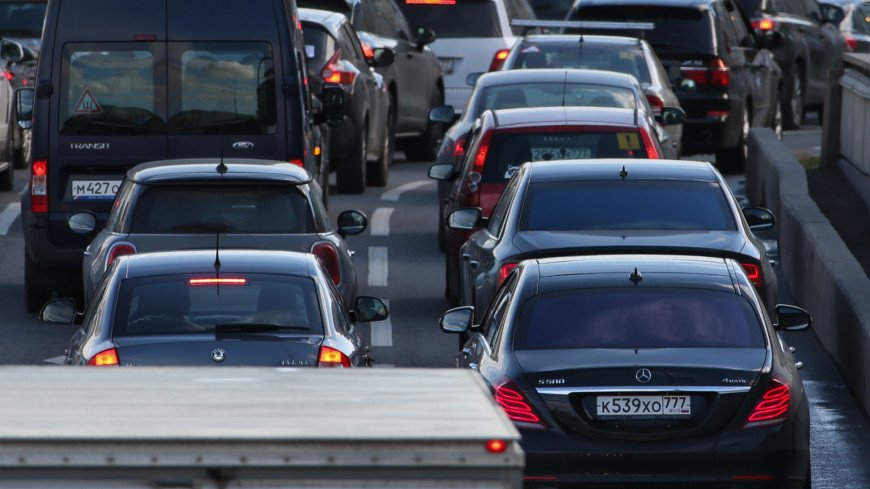 Москва встала в девятибалльных пробках
