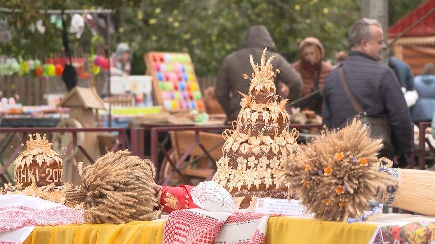 Песни, караваи, ярмарки: в Беларуси широко отмечают праздник урожая Дожинки
