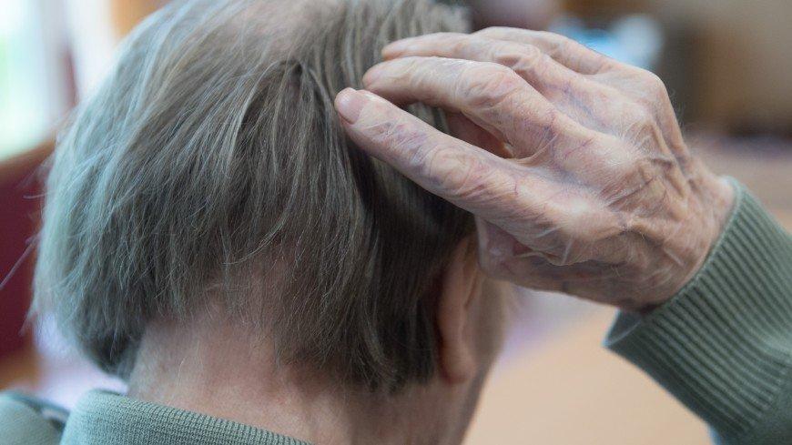 «Придет и стоит у окна – очень долго...» Что такое болезнь Альцгеймера, кто в зоне риска и можно ли вылечиться