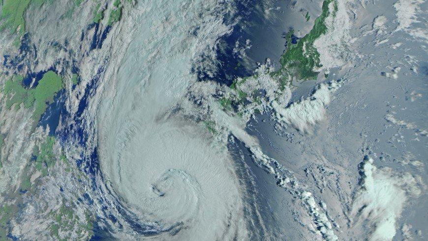Огромная воронка над планетой: супермощный тайфун «Майсак» засняли из космоса