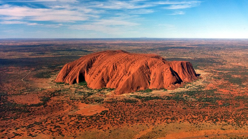 Google удалила из карт снимки священной для аборигенов Австралии скалы Улуру