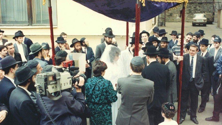 Торжество без жениха и 40 оленей за невесту: как до сих пор празднуют свадьбы у разных народов?