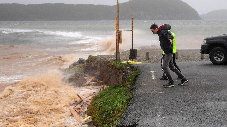 Сорвал балкон, крутил корабли, как игрушки: последствия разгула тайфуна «Майсак» в Приморье (ВИДЕО)