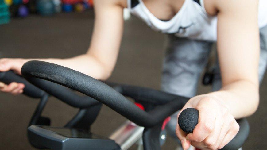 Спортдайджест: в фитнес-клубах Нью-Йорка запретили снимать маску во время тренировок