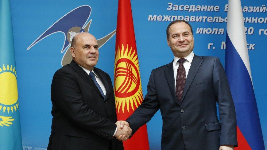 Премьер Беларуси после встречи с Мишустиным привился от COVID-19 российской вакциной
