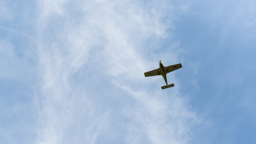 Легкомоторный самолет совершил аварийную посадку на автотрассе в Коми