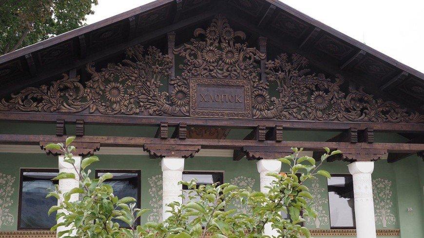 В одном из павильонов на ВДНХ восстановили исторический фронтон главного входа