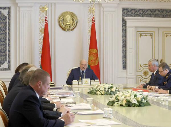 Лукашенко поручил содержать сельхозземли в порядке
