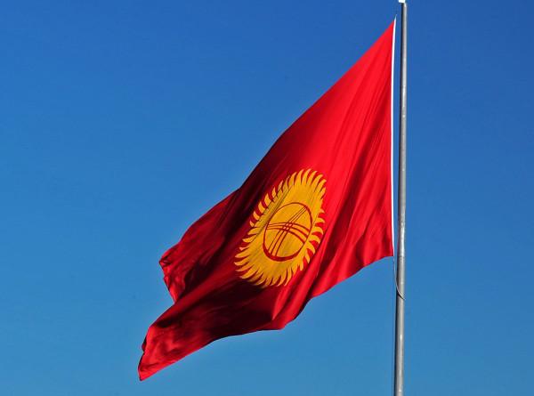 «Это мой гражданский долг»: кыргызстанцы голосуют на референдуме и местных выборах
