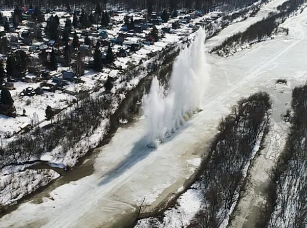 Военные подорвали на Енисее ледяные заторы и защитили от паводка Кызыл