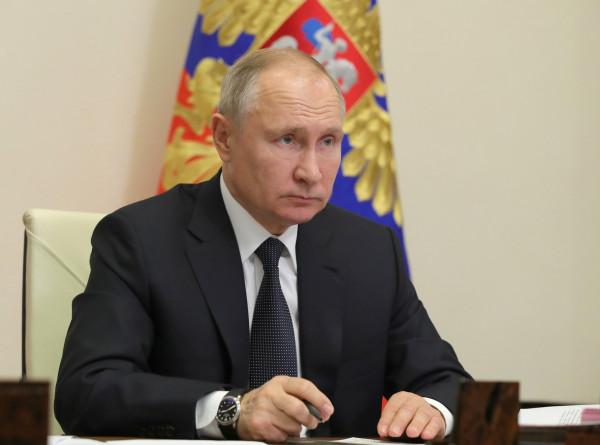 Путин пригласил французских бизнесменов на ПМЭФ
