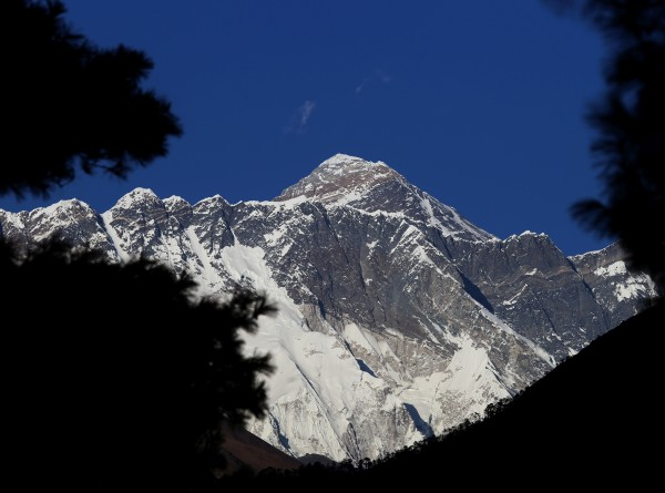 Казахстанка покорила Эверест на инвалидной коляске