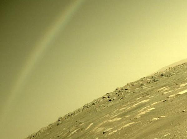 NASA объяснили возникновение радуги в небе над Марсом