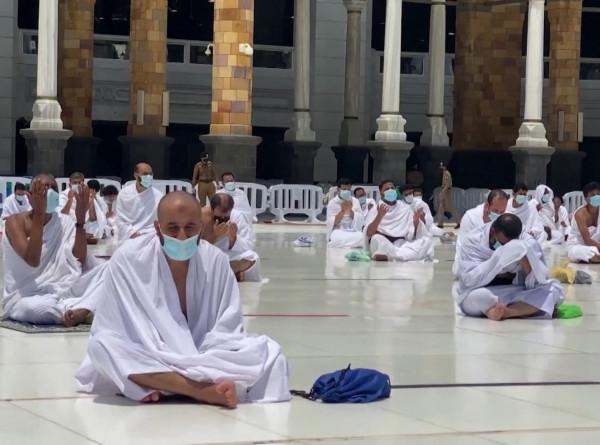 Рамадан в пандемию: в Мекку смогли отправиться не более 50 тысяч человек
