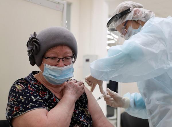 COVID-19 в СНГ: вакцинация в Азербайджане и отмена массовых мероприятий в Казахстане