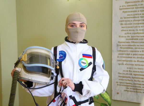 Еда с орбиты и настоящие скафандры: «МИР» подарил юным пациентам космический праздник (ФОТО)
