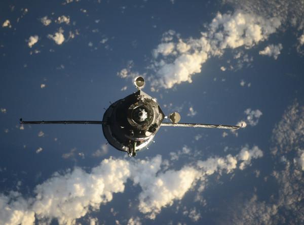 Посадочный модуль корабля «Союз МС-17» приземлился в степях Казахстана