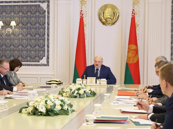 Проблемы фермеров: Лукашенко провел совещание о состоянии дел в АПК