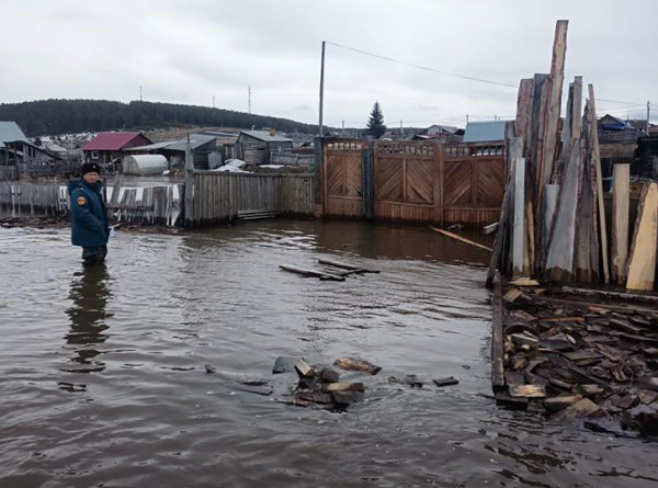 Апрельский потоп: как российские регионы борются с весенним паводком