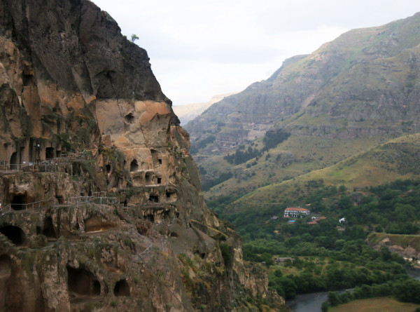 Весна в горах: в отдаленные села Аджарии спешат туристы
