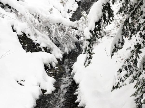 Один человек погиб в Якутии из-за схода лавины