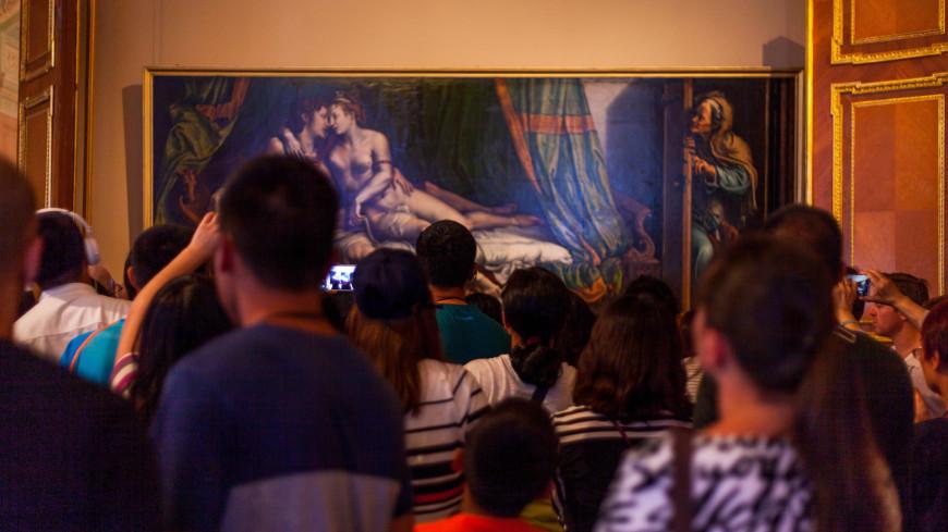 "Фото: Марина Дыкун (МТРК «Мир») ""«Мир 24»"":http://mir24.tv/, экскурсия, санкт-петербург, питер, музей, картина, эрмитаж, зрители, турист, туристы, выставка, экспонат"