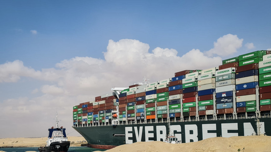 Египетский суд конфисковал перекрывший Суэцкий канал контейнеровоз