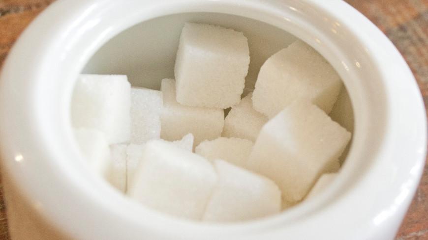 СМИ сообщили о приостановке в России продаж сахара с заводов в магазины