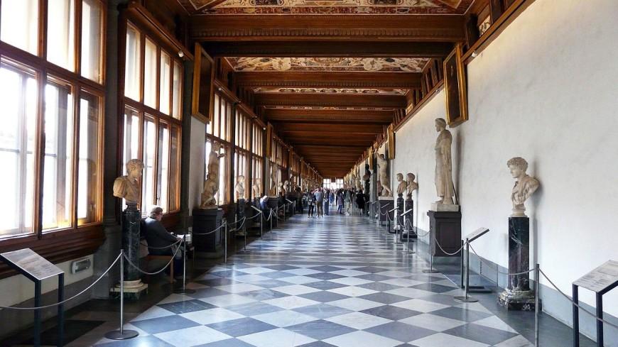 В галерее Уффици нашли фреску XVII века и человеческие скелеты