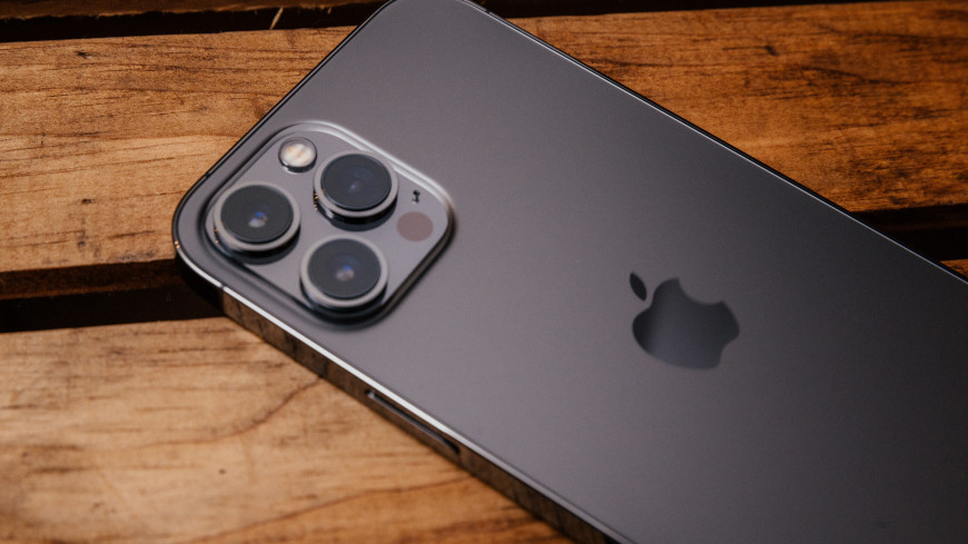 В Китае разработали наклейки, «превращающие» старые гаджеты в новые iPhone 12