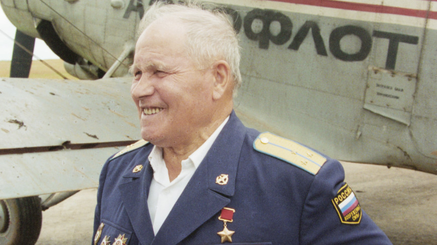 Памятник легендарному летчику Михаилу Девятаеву открыли в Мордовии