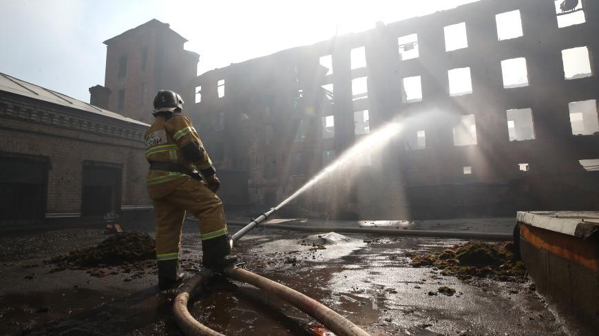 Пожарные тушат «Невскую мануфактуру» в Петербурге уже пятые сутки
