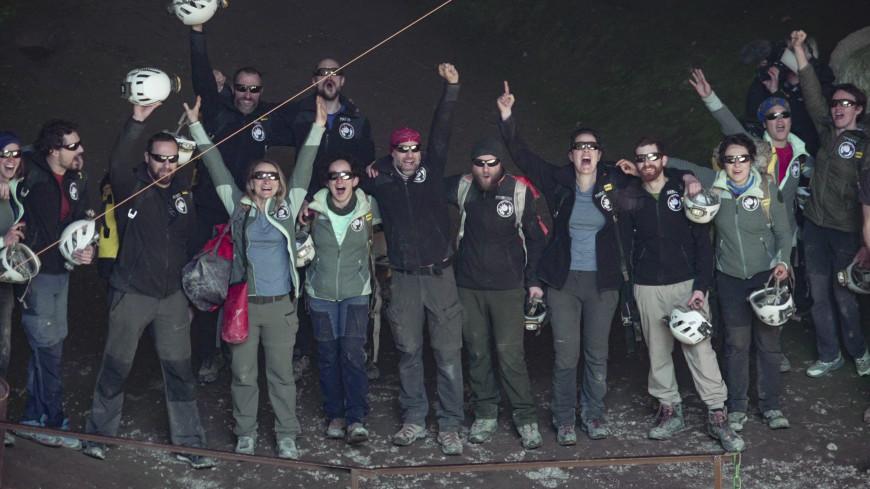 Эксперимент: французов больше месяца продержали в пещере. Им захотелось еще