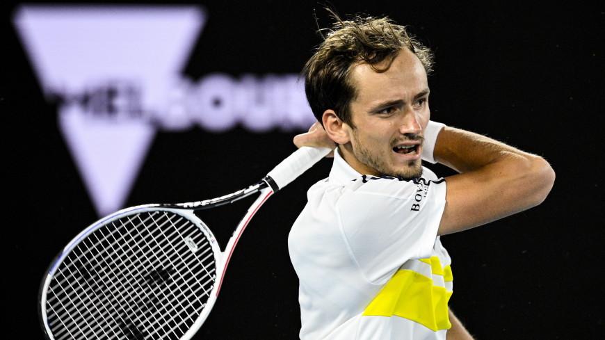 Теннисист Медведев сдал положительный тест на COVID-19