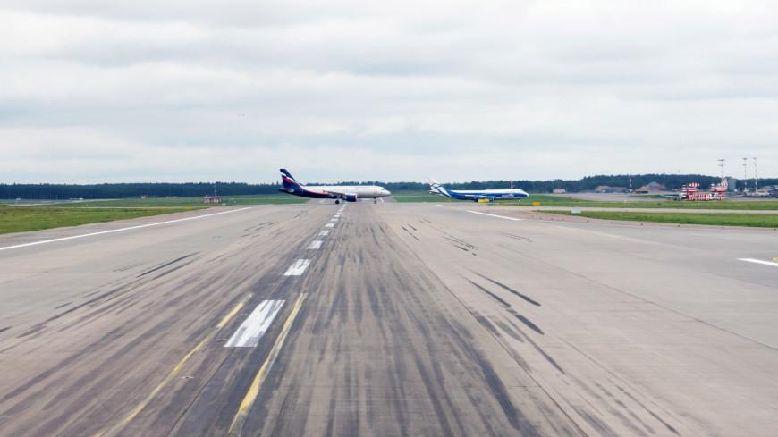 В Сочи самолет скатился с посадочной полосы из-за сильного ветра (ВИДЕО)