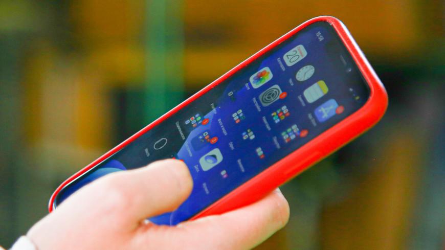 Взгляд на смартфон вызывает у окружающих «эффект хамелеона»