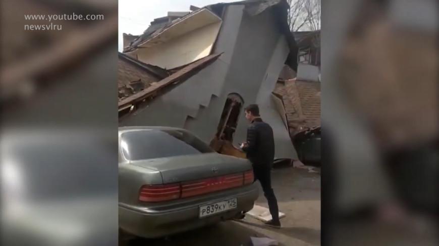 дом упал на машину