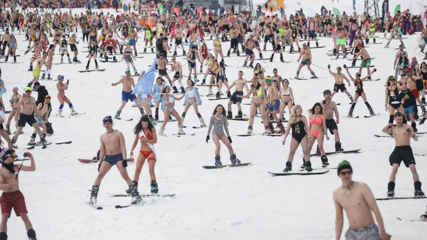 Рекорд по массовому спуску на лыжах в купальниках обновил Кузбасс