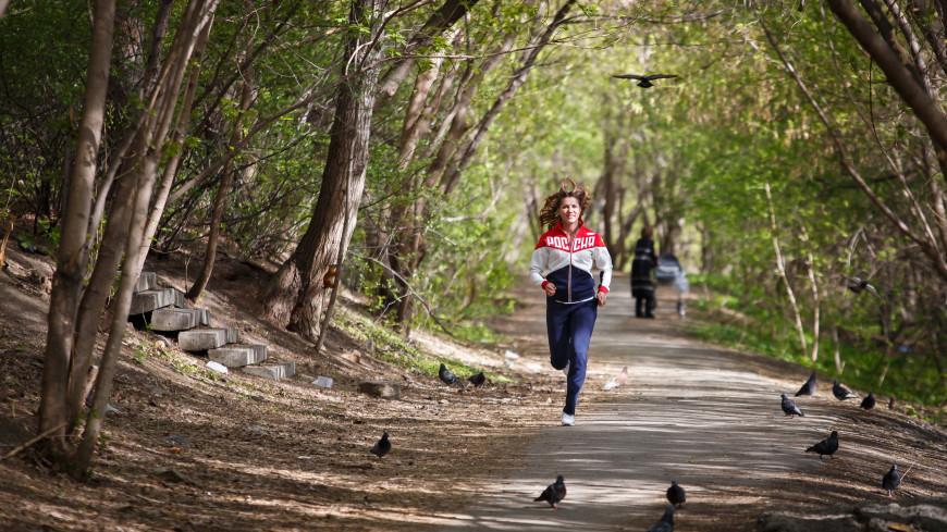 «Большинство людей бегают неправильно»: тренер – об ошибках новичков, беговой одежде и музыке в ушах