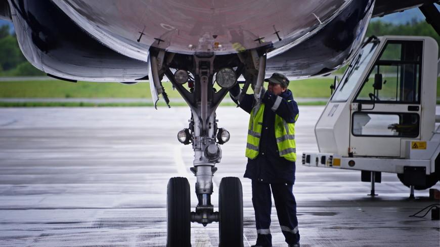Минтруд хочет разрешить женщинам работать авиамеханиками
